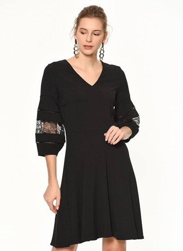 Random V Yaka Kloş Elbise Siyah
